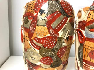 Preciosa pareja de jarrones japoneses