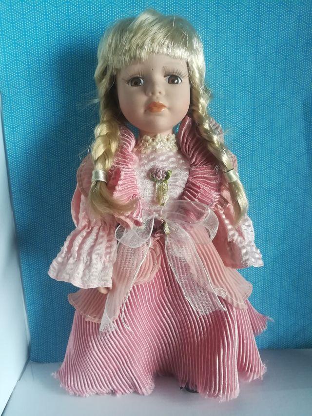 Muñeca de porcelana vintage