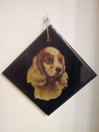 Azulejo con dibujo de perro pintado