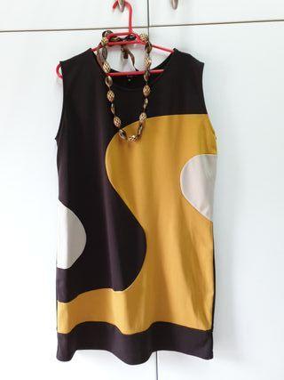 vestido y collar