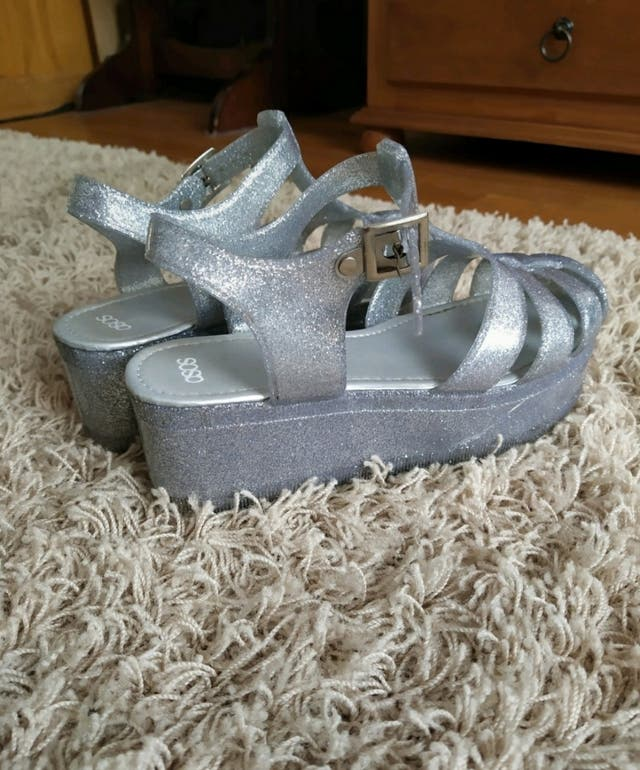 Sandalias de plataforma plateadas ASOS