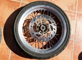 Llantas y neumáticos moto
