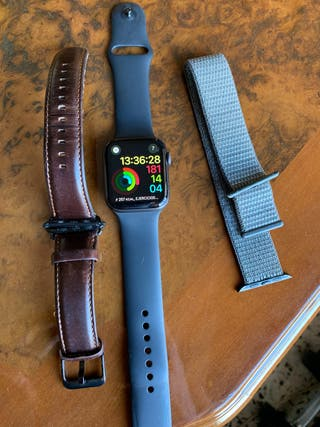 Se vende Apple Watch Series 4 - 44mm