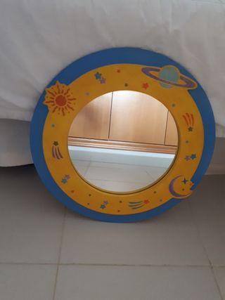 Espejo redondo amarillo y azul con marco de madera