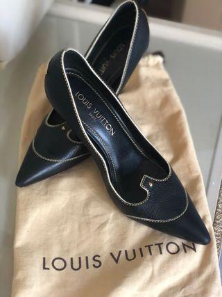 Preciosos stilettos de Louis Vuitton en talla 38