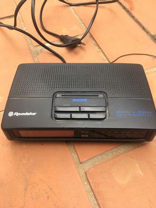 Radio despertador Roadstar.