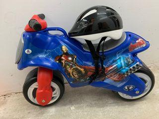 Moto juguete capitán America + casco