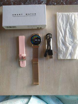 se vende smartwatch nuevo sin usar con accesorios