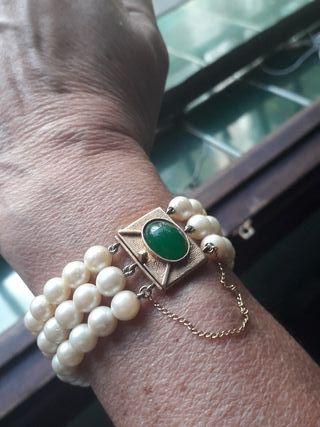 pulsera de perlas y oro.