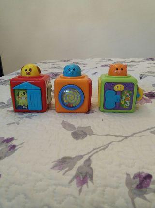 3 cubos apilables con actividades
