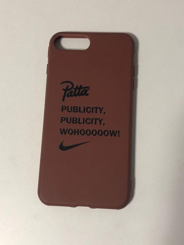Funda de iPhone 6/7/8 plus con logos Patta y Nike