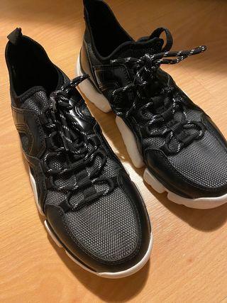 Zapatillas negras Zara