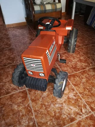 tractor de juguete con pedales Fiat 90 90