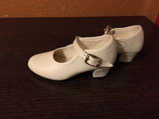 Zapatos blancos fallera/ sevillana niña