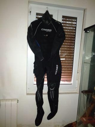 traje seco buceo