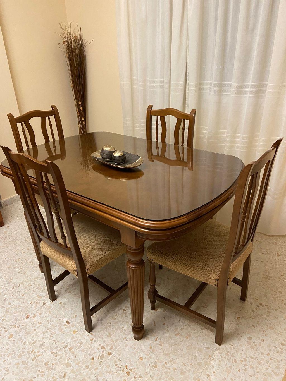 Mesa de salón + 4 sillas. (Antequera, Málaga)