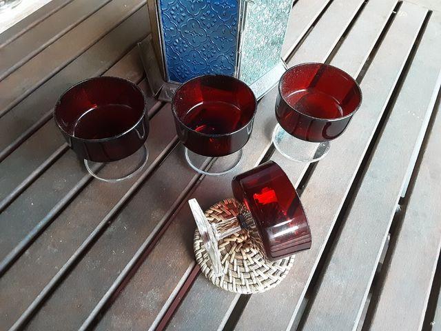 Copas antiguas rojo Rubí y base transparente.