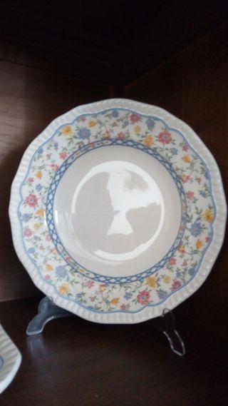 48 platos de porcelana,de San Claudio