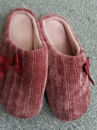 Slippers size S