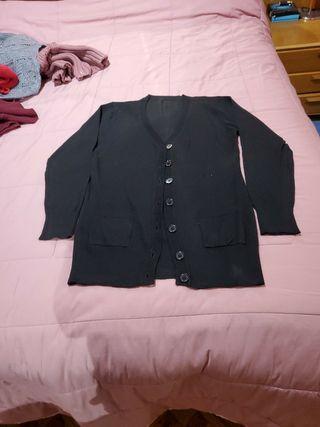 caqueta negra de punto con bolsillos