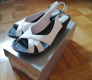 Zapatos sandalias abiertas de piel