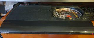 PlayStation 3 500 gb con tres mandos y un juego