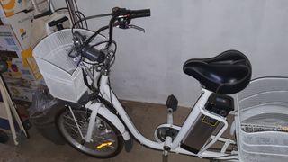 bicicleta de tres ruedas eléctrica