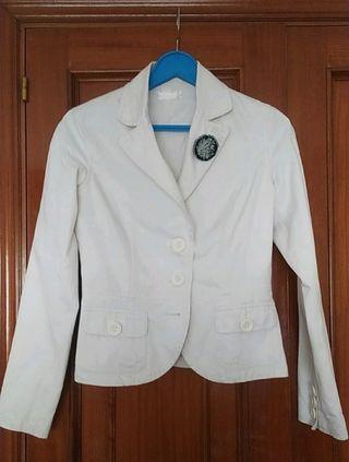 Chaqueta Bershka blanca tipo traje