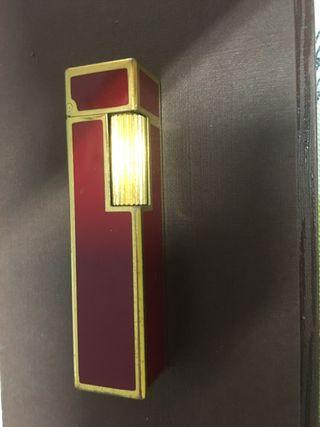 Mechero Cartier en granate y oro