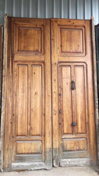 puerta de madera antigua