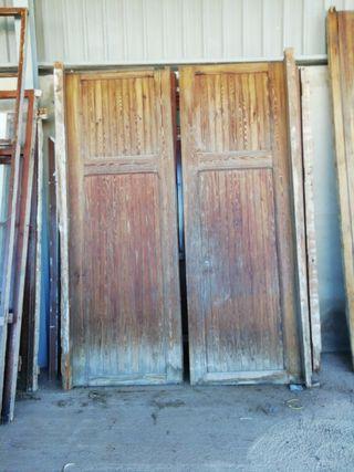 puerta de madera antigua de calle