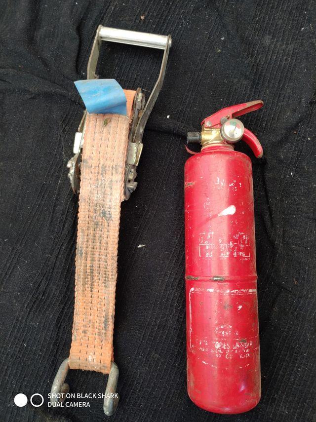 tensor de cincha y extintor