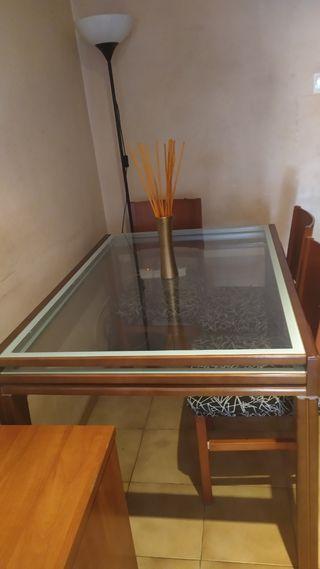 mesa maciza extensible y 4 Sillas