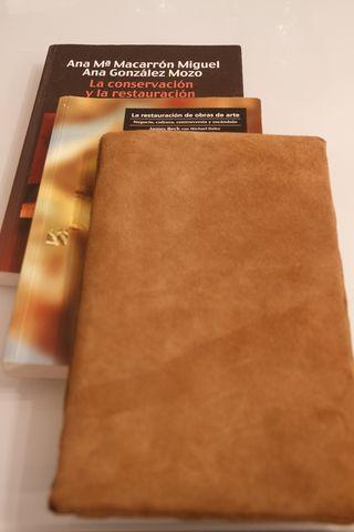 Dos libros de restauración y pomazón