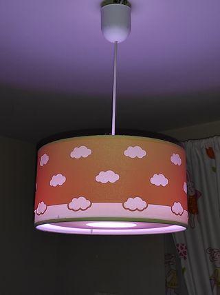 lampara infantil rosa y blanca.