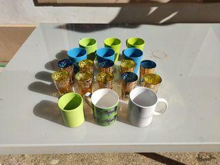 Vasos de té árabes y tazas