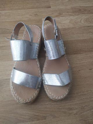 sandalias cuñas esparto plata
