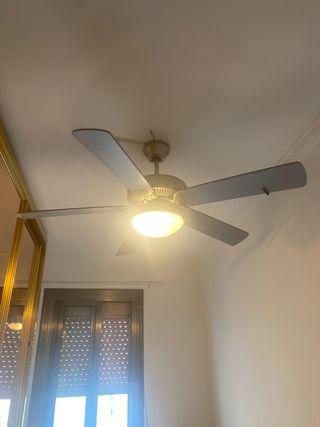 Ventilador de techo con luz y mando de segunda mano por 55