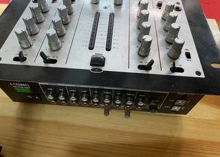 Mesa de mezclas de 4 canales USB