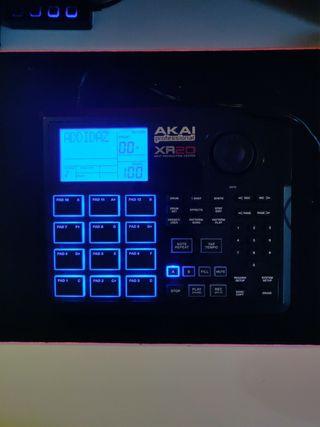 Caja de ritmos Akai XR20