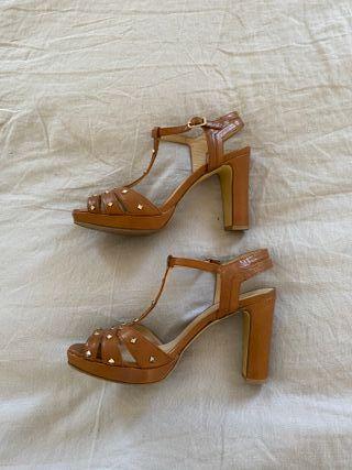 BRUNO PREMI sandalias con tachuelas. T40.