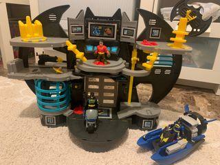 Casa de Batman y Robin y lancha de Batman