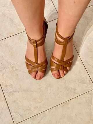 Sandalias de tacón marrones Marypaz