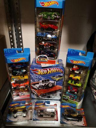 Lote Hot Wheels maletin y 18 coches.