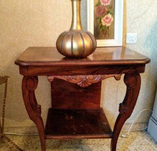 Mesa. Cómoda de madera vintage