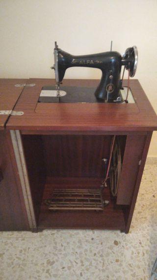 Maquina coser Alfa y mueble