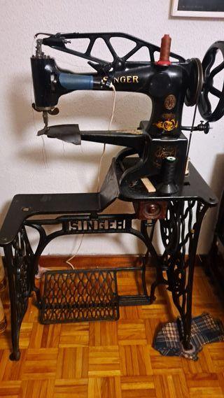 Máquina de coser antigua de zapatero