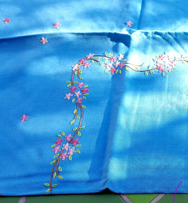 Mantel antiguo bordado