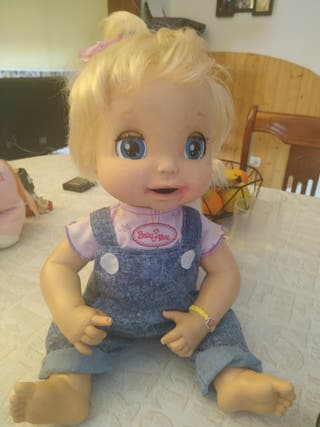 Muñeca interactiva baby Alive