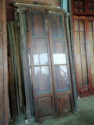 ventanal de madera antiguo